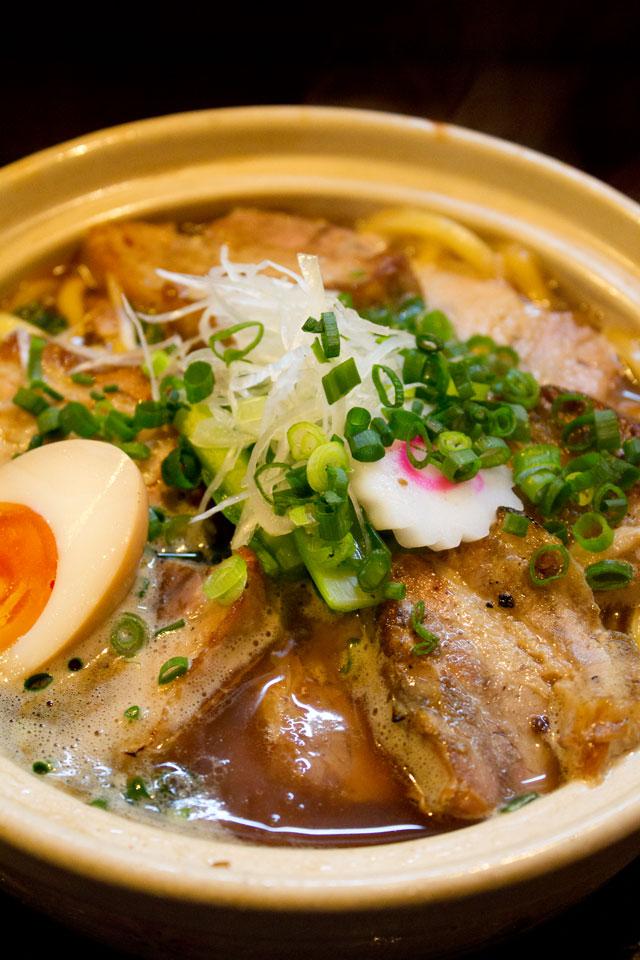 まる麺堂(○麺堂) 2012年鍋焼きラーメン_a0016730_1103513.jpg