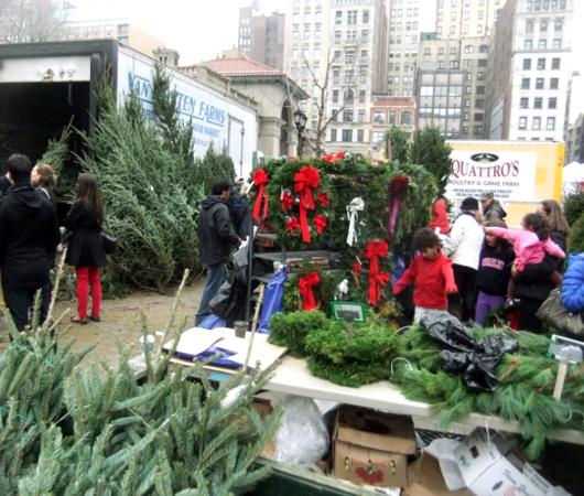 ニューヨークの青空市場にも近づくクリスマス_b0007805_10303742.jpg