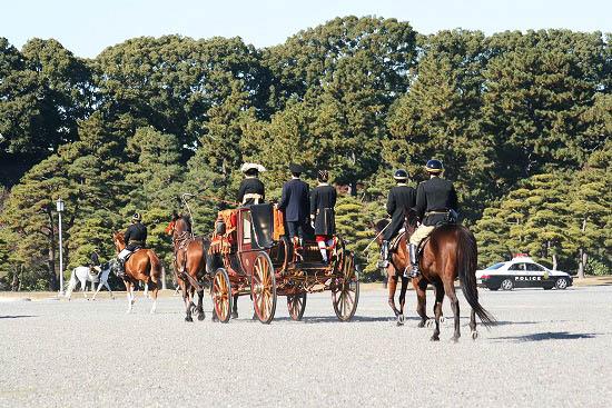 皇居で儀装馬車を見て来ました。_f0030085_21103527.jpg