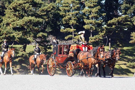 皇居で儀装馬車を見て来ました。_f0030085_2151224.jpg