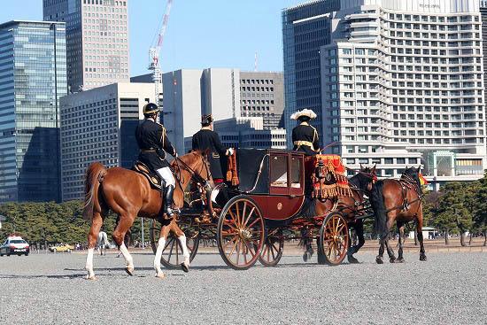 皇居で儀装馬車を見て来ました。_f0030085_2153029.jpg