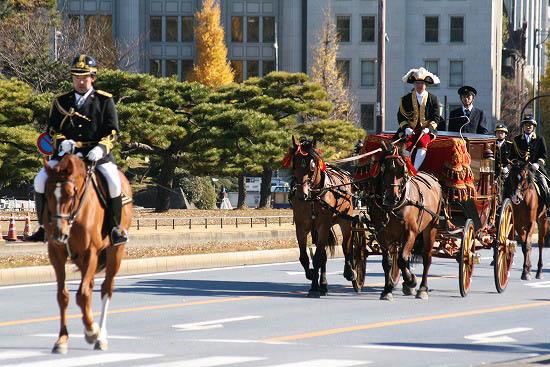 皇居で儀装馬車を見て来ました。_f0030085_2194991.jpg