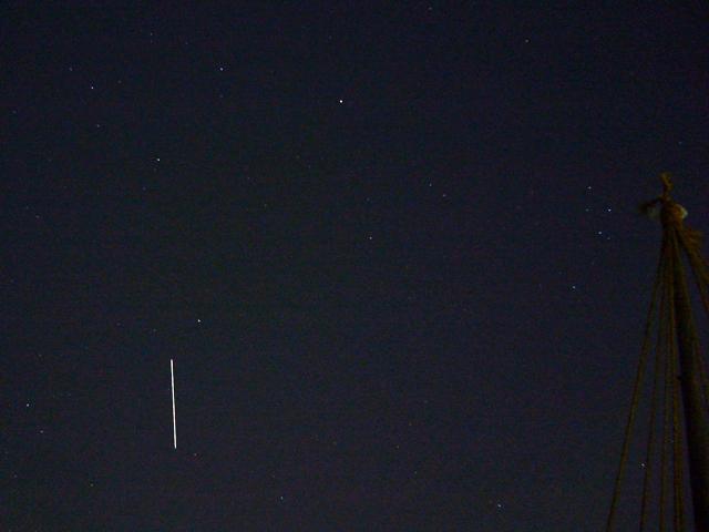 ISSと、これ何の人工衛星?_f0079085_2157175.jpg