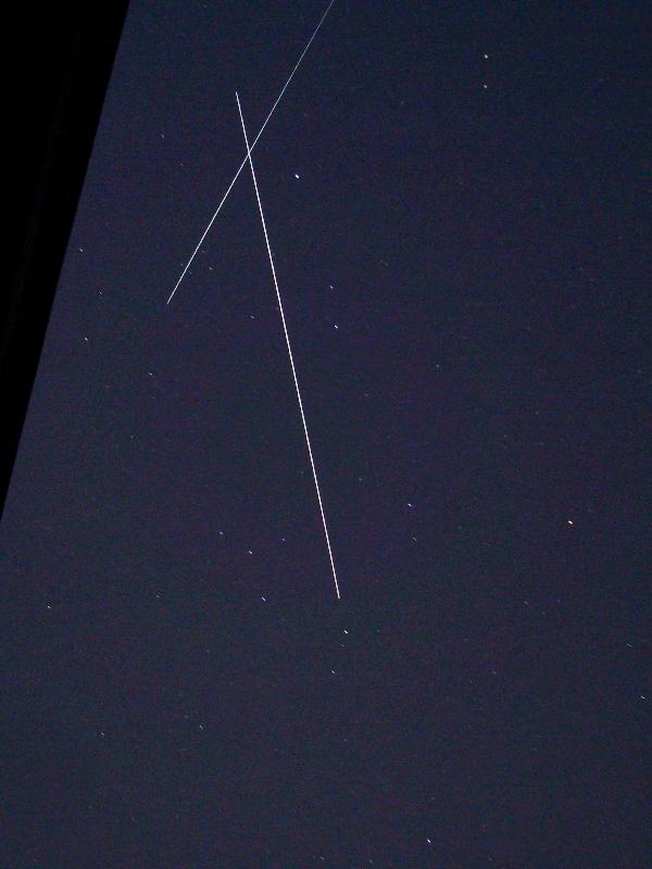 ISSと、これ何の人工衛星?_f0079085_222510.jpg