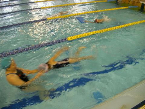 背泳ぎ練習!!!_b0286596_19273962.jpg