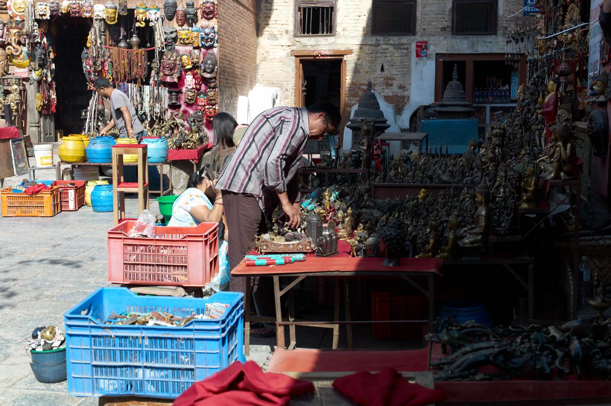 Swayambhunathのお土産屋さん_c0116732_1111870.jpg