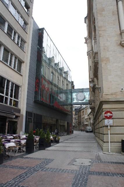 ルクセンブルクの旅 (7) ダルム広場のカフェ・フランセで休憩_c0011649_23373239.jpg