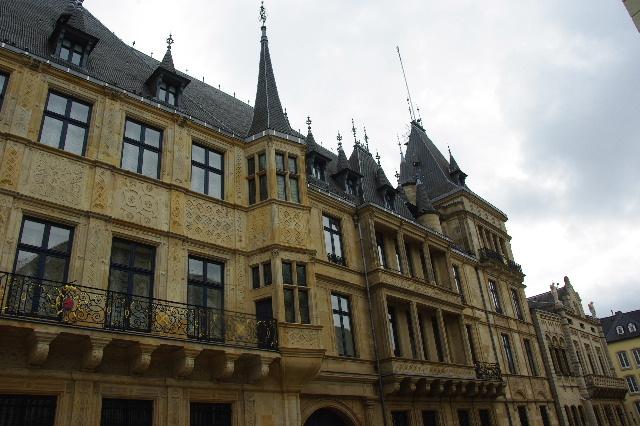 ルクセンブルクの旅 (6) サン・ミッシェル教会と大公宮殿_c0011649_543095.jpg