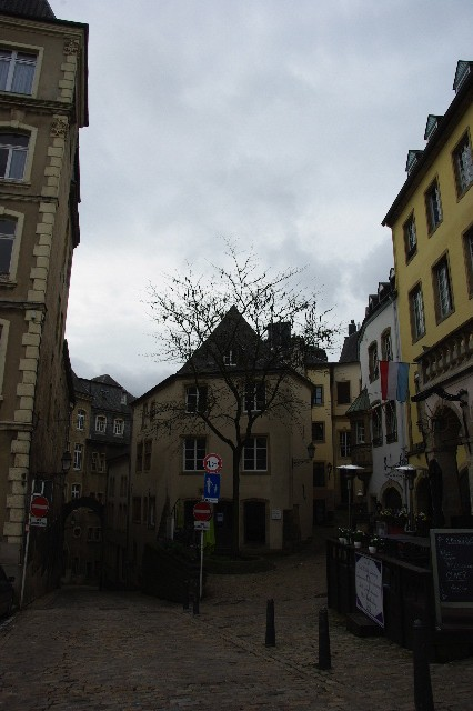 ルクセンブルクの旅 (6) サン・ミッシェル教会と大公宮殿_c0011649_5493455.jpg