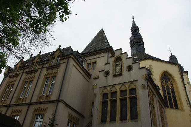 ルクセンブルクの旅 (6) サン・ミッシェル教会と大公宮殿_c0011649_5513931.jpg