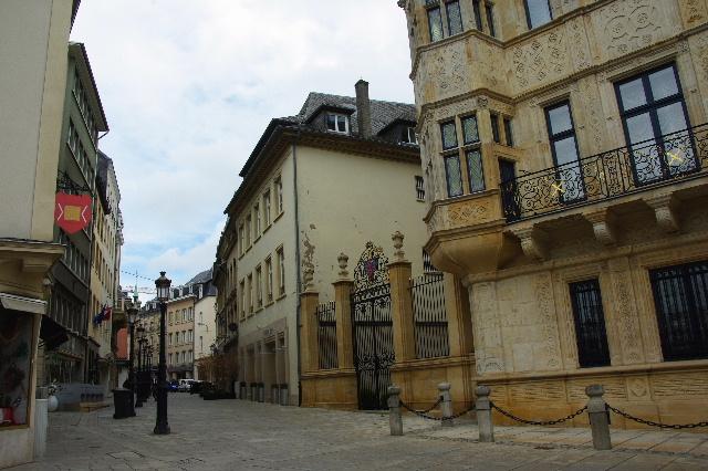 ルクセンブルクの旅 (6) サン・ミッシェル教会と大公宮殿_c0011649_6172279.jpg