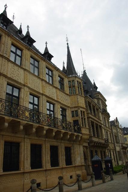 ルクセンブルクの旅 (6) サン・ミッシェル教会と大公宮殿_c0011649_684021.jpg