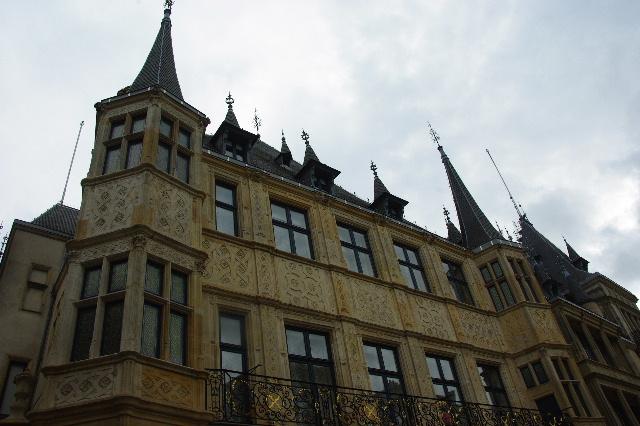 ルクセンブルクの旅 (6) サン・ミッシェル教会と大公宮殿_c0011649_68425.jpg