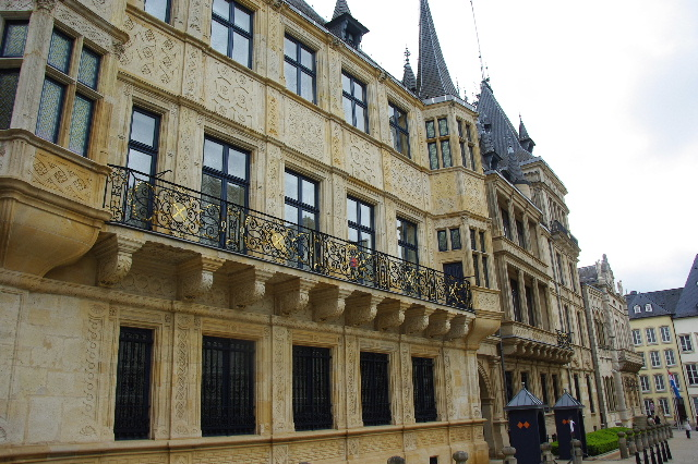 ルクセンブルクの旅 (6) サン・ミッシェル教会と大公宮殿_c0011649_692117.jpg