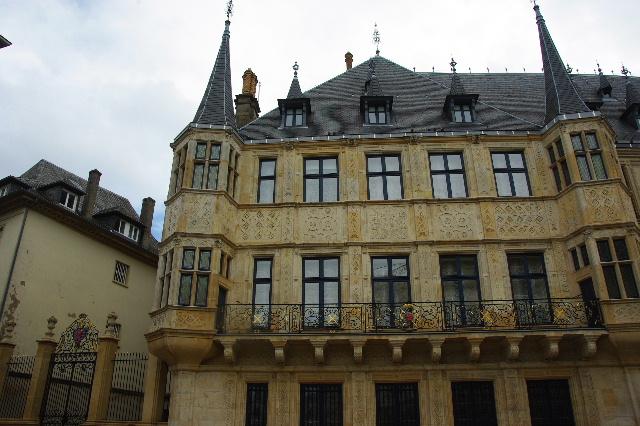 ルクセンブルクの旅 (6) サン・ミッシェル教会と大公宮殿_c0011649_692530.jpg