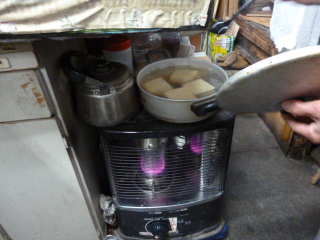 この重厚な湯豆腐はこうして作られる!_c0061686_8465181.jpg