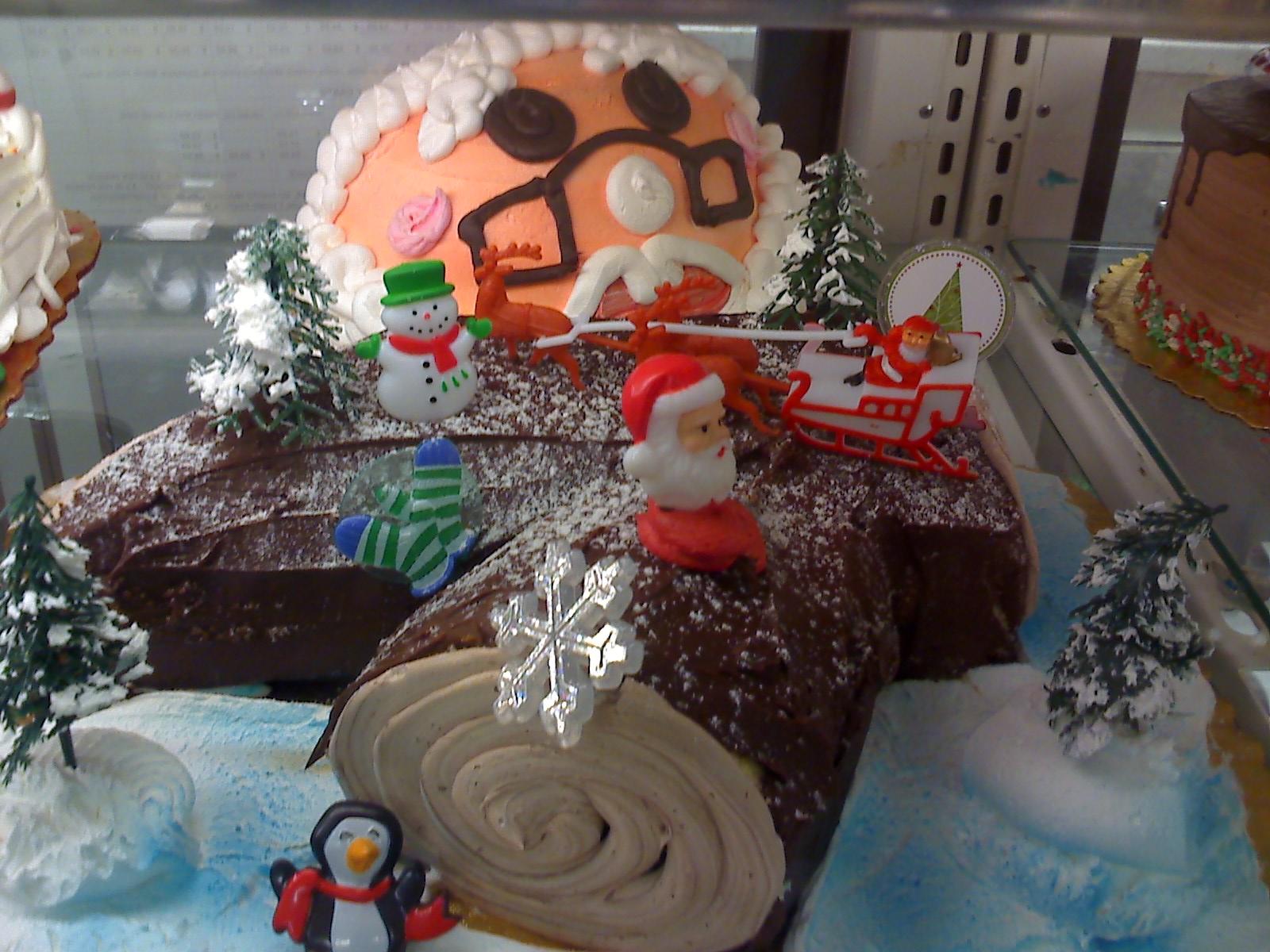 クリスマスの、毒々しい?ケーキ_d0240098_22182647.jpg
