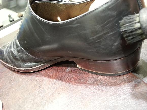 ガラス革の傷を…_b0226322_1745091.jpg