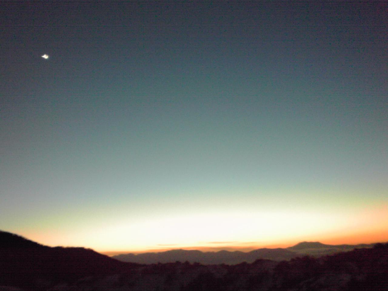 御嶽山と月_e0155231_99320.jpg