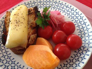 ラクレットチーズのトースト_e0134337_2046665.jpg