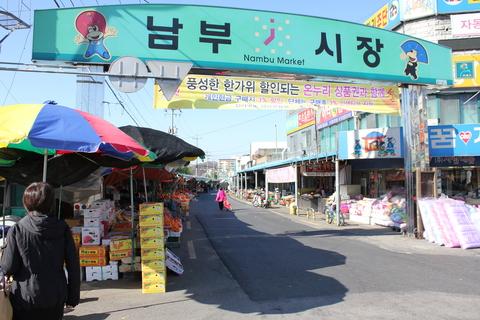 ソウルから全州へ。日帰りツアーvol.2。南部市場を探検。_a0223786_13522769.jpg