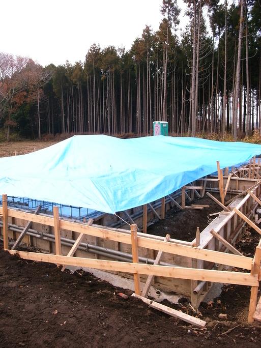 HNさんの家 基礎コンクリート養生中 2012/12/17_a0039934_9551284.jpg