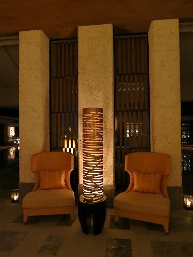 10月 リッツカールトン沖縄 夜のホテル内とルームサービス_a0055835_18234567.jpg