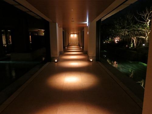 10月 リッツカールトン沖縄 夜のホテル内とルームサービス_a0055835_18242020.jpg