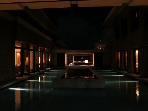 10月 リッツカールトン沖縄 夜のホテル内とルームサービス_a0055835_1824407.jpg