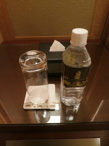 10月 リッツカールトン沖縄 夜のホテル内とルームサービス_a0055835_18251139.jpg