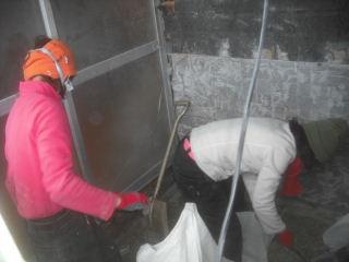 浴室解体工事2日目_f0031037_21533440.jpg