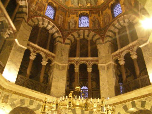 アーヘン大聖堂というところ_f0189467_10314562.jpg
