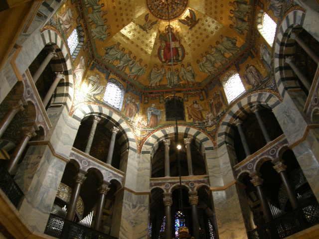 アーヘン大聖堂というところ_f0189467_10323042.jpg