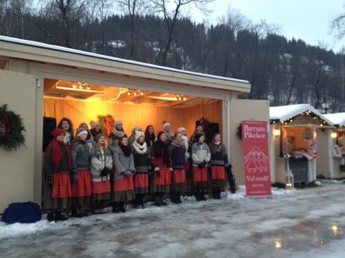 クリスマスマーケット Bærum Julemarked _a0229904_6301379.jpg