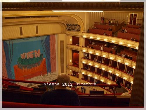 ウィーンオペラ座でオペラ鑑賞_f0229410_1273324.jpg