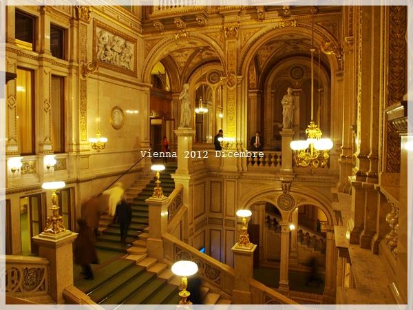 ウィーンオペラ座でオペラ鑑賞_f0229410_1345551.jpg