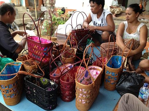アタとソンケットのバッグと、サンガーのロンティガ Tas Ate dan Songket  dan Rong Tiga di Sanggah_a0120328_2082734.jpg