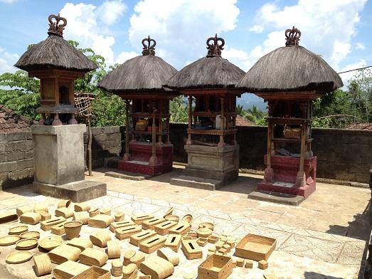 アタとソンケットのバッグと、サンガーのロンティガ Tas Ate dan Songket  dan Rong Tiga di Sanggah_a0120328_209322.jpg