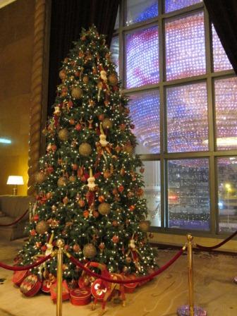 ソフィテルホテルのクリスマスツリー♪_a0151580_11211544.jpg