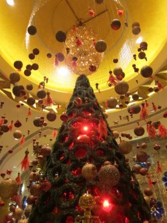 ソフィテルホテルのクリスマスツリー♪_a0151580_1121182.jpg