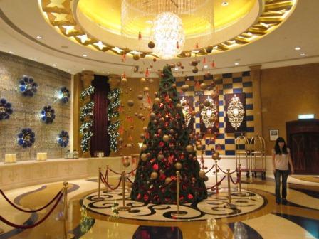 ソフィテルホテルのクリスマスツリー♪_a0151580_1121513.jpg