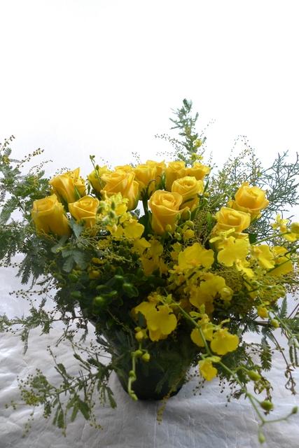 G1優勝馬の生産者さんへのお花。イエロー系で。_b0171193_19321357.jpg