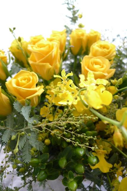 G1優勝馬の生産者さんへのお花。イエロー系で。_b0171193_19321820.jpg