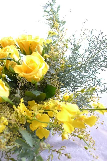 G1優勝馬の生産者さんへのお花。イエロー系で。_b0171193_19322312.jpg