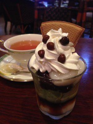 あずき白玉ミニパフェと紅茶のセット@茶房ひし伊_d0156358_18154865.jpg