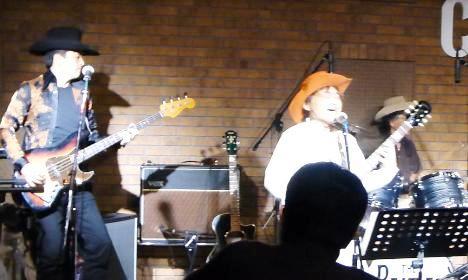 2012年カラフル年末ライブのライブレポ、その1(ジェイバンド~SUBERIMASU)_e0188087_0121017.jpg