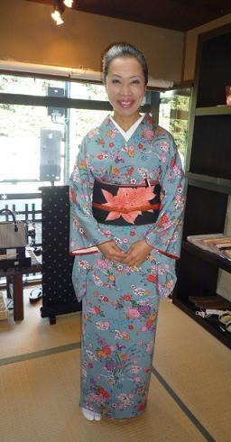 加藤ますえさんの着姿・明日の大連吟のお知らせ。_f0181251_15384493.jpg