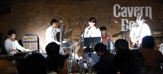 2012年カラフル年末ライブのライブレポ、その1(ジェイバンド~SUBERIMASU)_e0188087_22312368.jpg