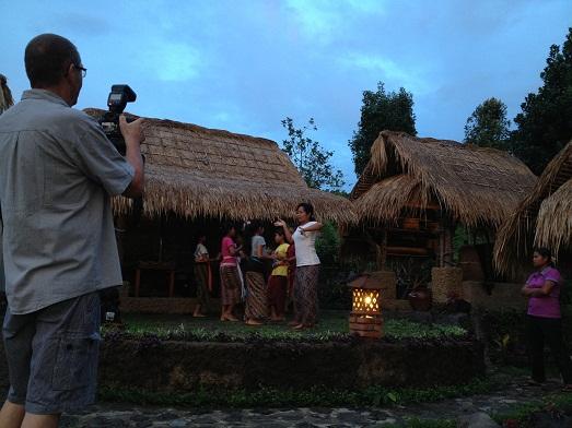 スバックタボラ・ヴィラにて、子供達の楽器や踊りの練習が見られます Latihan anak2 di Subak Tabola Villa_a0120328_1005043.jpg