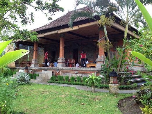 スバックタボラ・ヴィラにて、子供達の楽器や踊りの練習が見られます Latihan anak2 di Subak Tabola Villa_a0120328_9531464.jpg